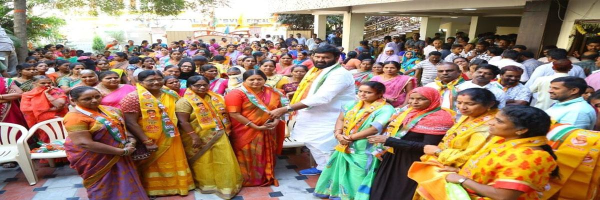 TRS leaders,cadre flock to Congress