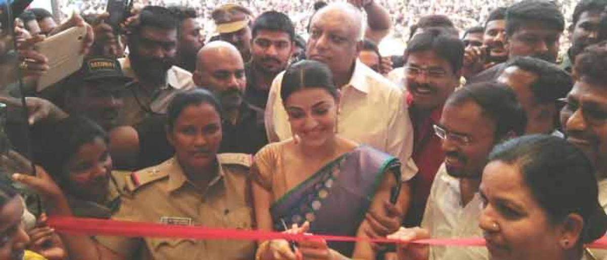 Kajal inaugurates shopping mall