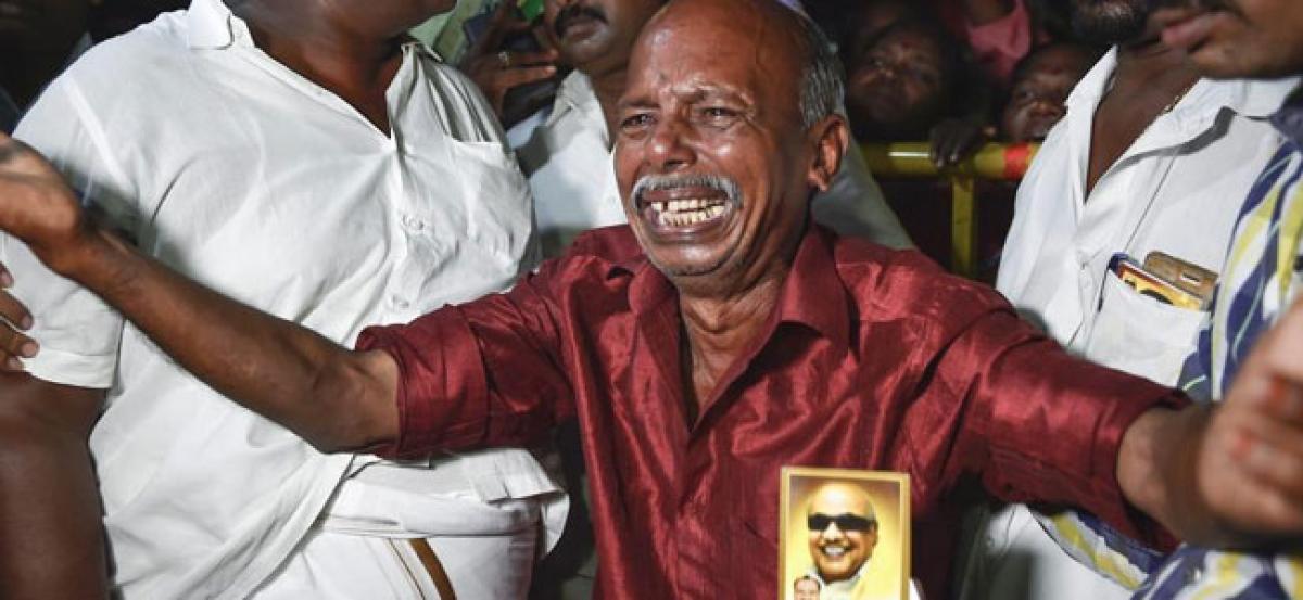 Karunanidhis health remains critical : Doctors
