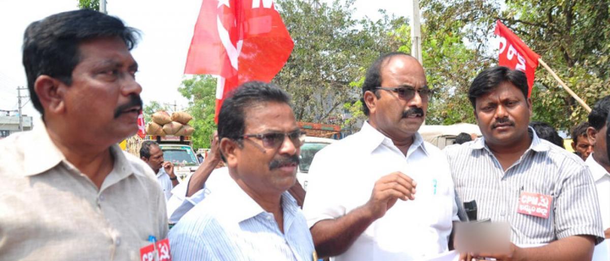 CPM leaders demand for road repairs in Khammam