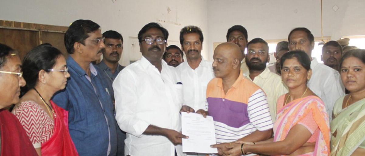 Khammam MLA hands over CMRF cheque to heart patient