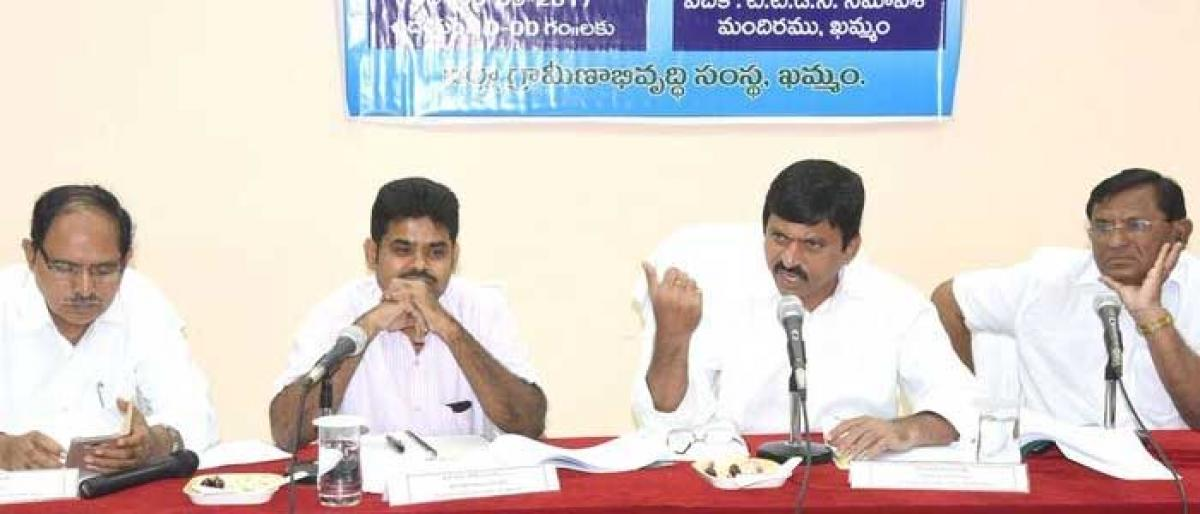 Form special teams to implement central schemes, Khammam MP tells officials