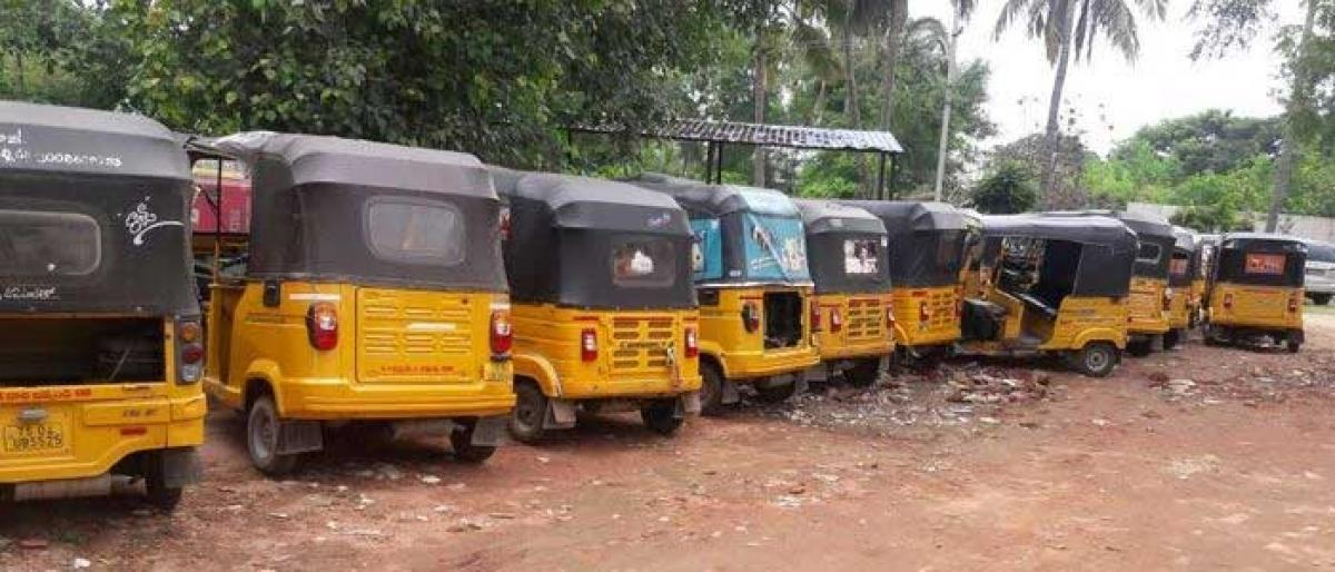 Traffic cops seize 60 autos in Khammam