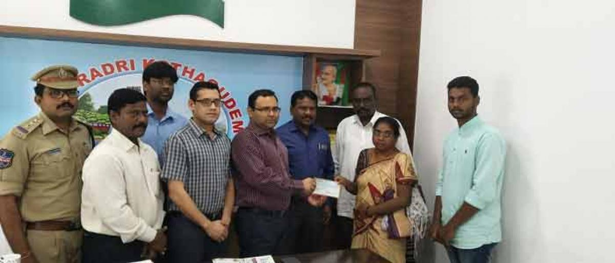 Ex-gratia cheque given to kin of constable