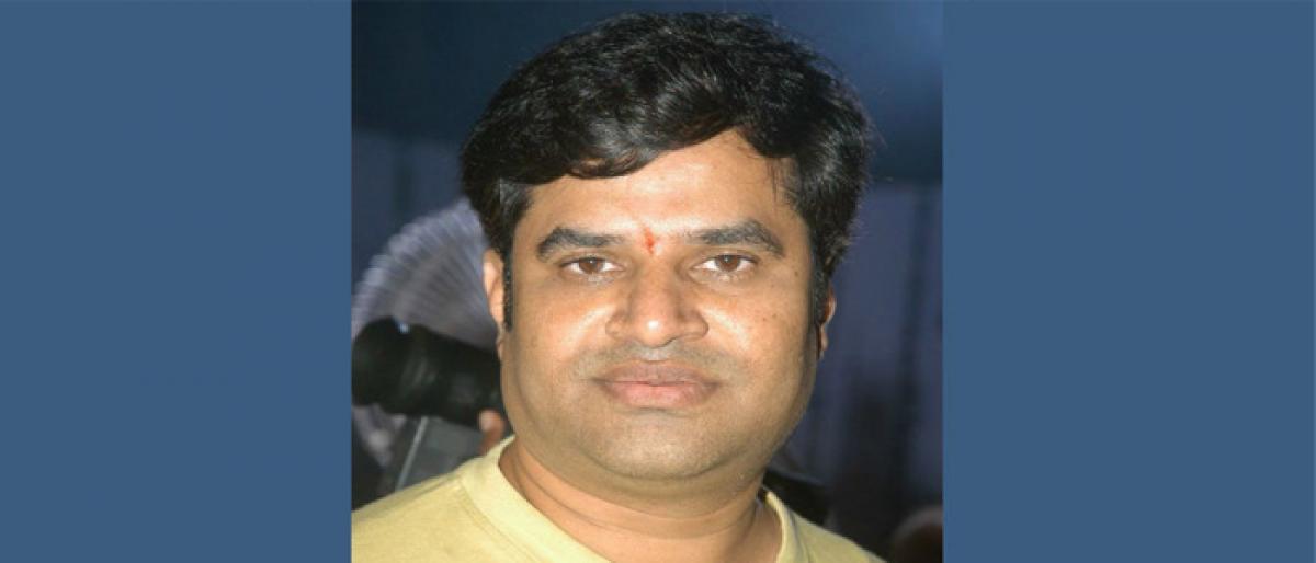Case registered on telugu lyricist Kula sekhar in JubileeHills