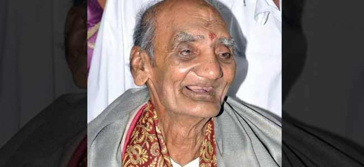 Legendary Telugu poet Kapilavai Lingamurthy dies at 90