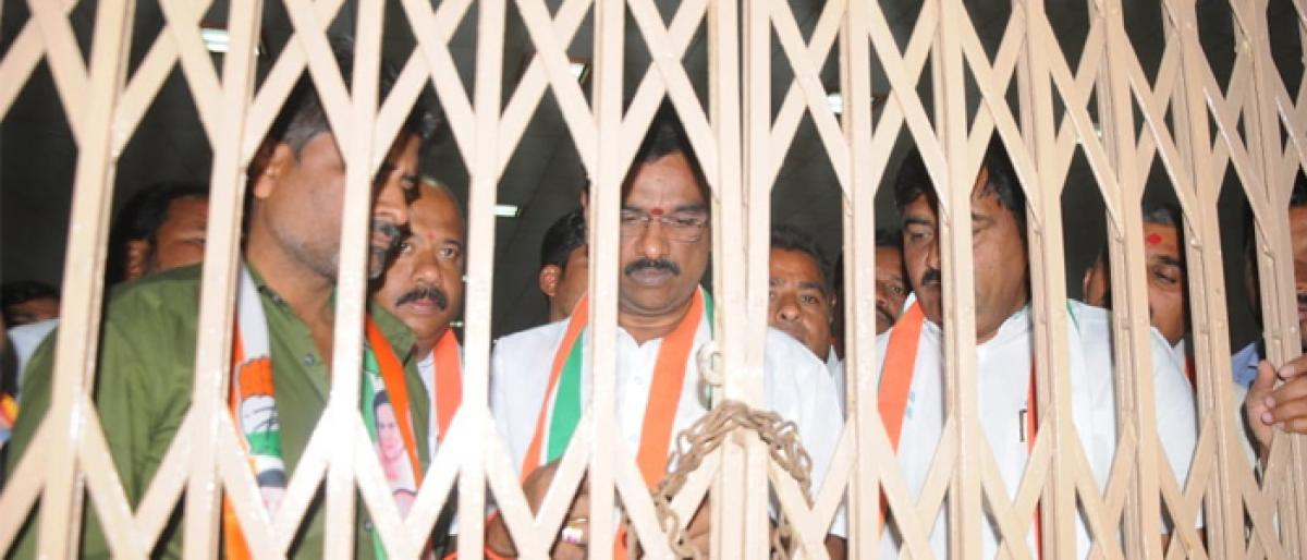 Warangal West ticket row Congress leaders lock them in party office