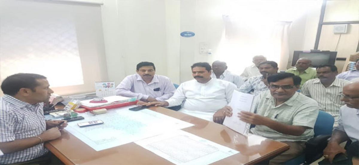 Corporator Jagadishwar Goud requests arrangements for Bonalu festival in Hafizpet