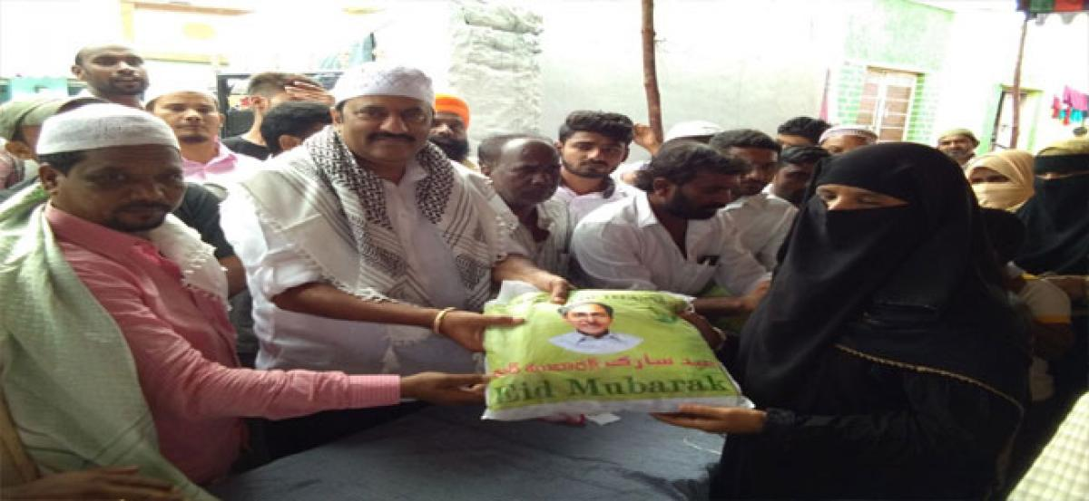 Maganti distributes Ramzan gifts