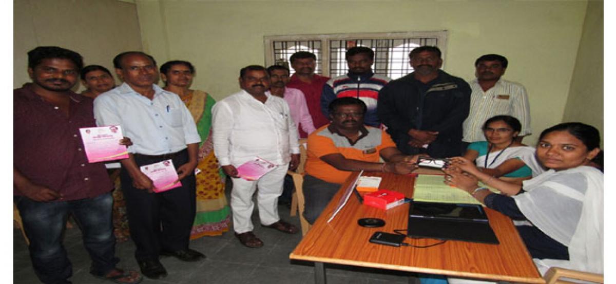 Pannala Devendar Reddy gets spectacles at Kanti Velugu centre