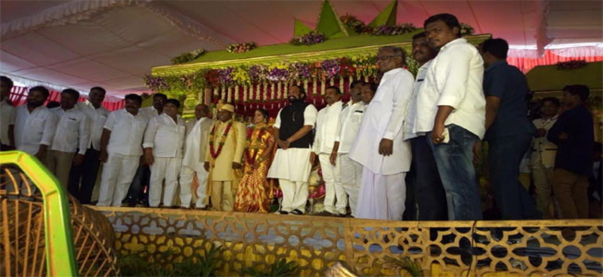 Municipal chief's son's marriage attended by bigwigs
