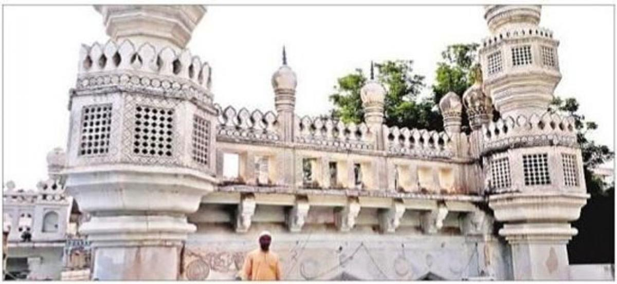 400-year-old Mia Mishk mosque in dilapidated state