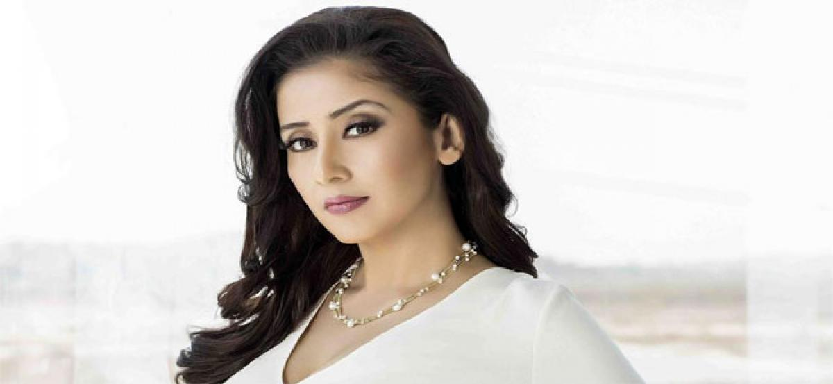 From Tabu To Karisma Kapoor, Meet Bollywoods Single And