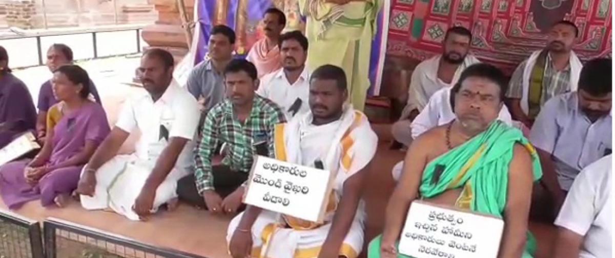 Archakas on strike for salaries