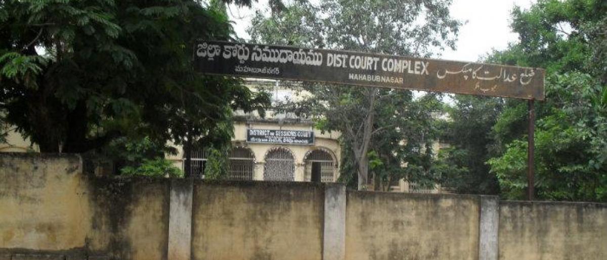 Mahbubnagar Lawyers boycott courts, stage protest