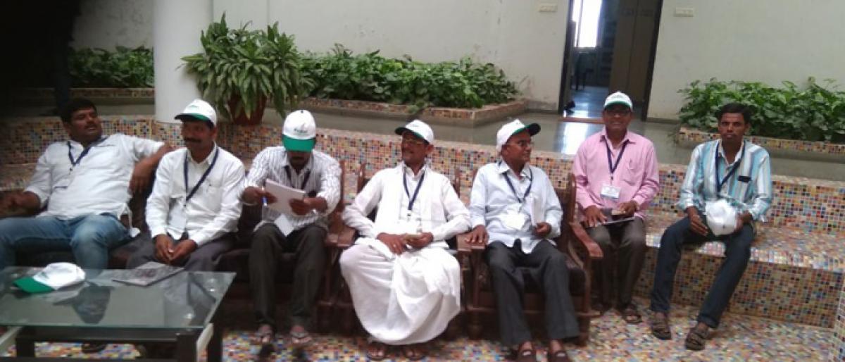 Mahbubnagar Tribal farmers taken on study tour to Maharashtra
