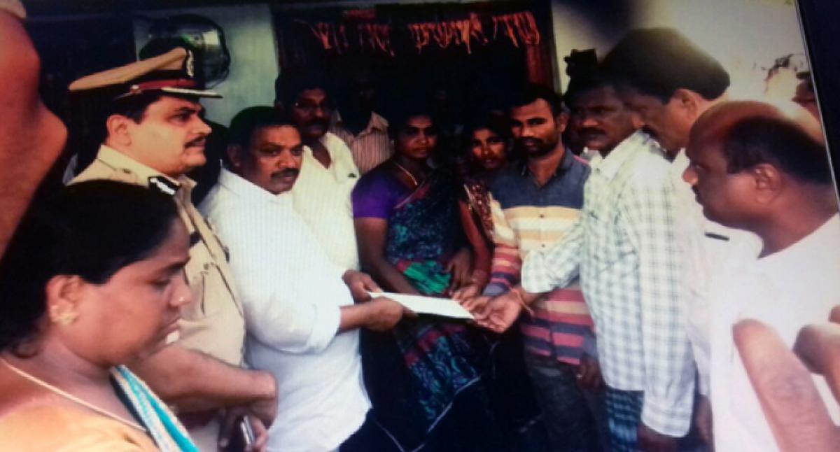 Bhongir MLA donates 1 lakh each to kin of Laxmipuram victims