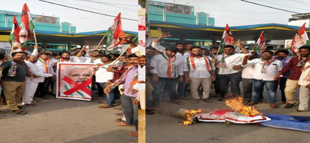 Youth Cong activists burn Modi's effigy