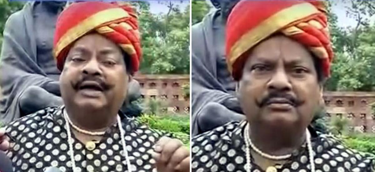 MP Siva Prasad dons Sye Raa dress