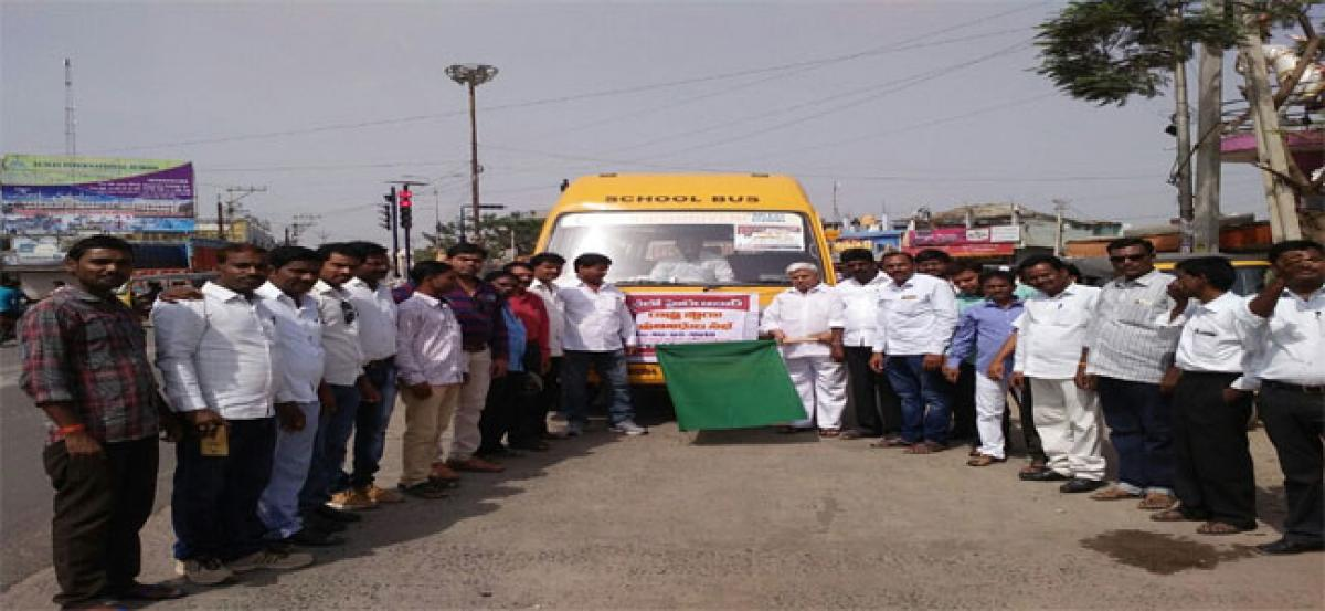 MPP flags off bus for scribes' state-level meet