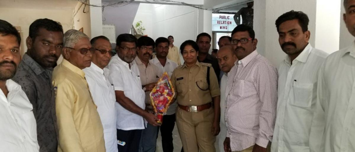 DCC leaders greet Collector, SP