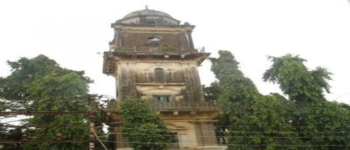 Mahboob Chowk clock tower cries for attention