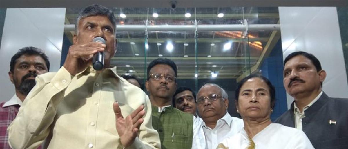 As Chandrababu Naidu meets Mamata Banerjee, BJP says futile attempt