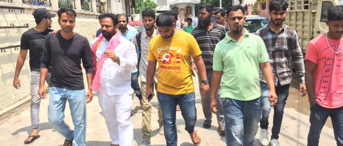 Manne Goverdhan Reddy visits Besthiwada