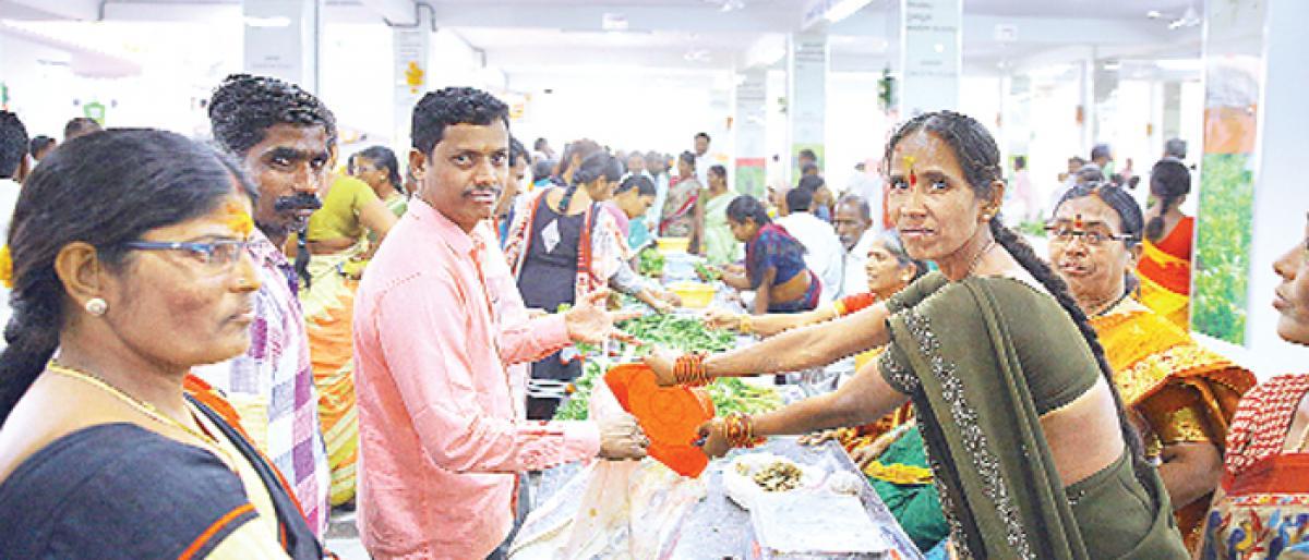 Manakuragayalu comes to the rescue of vegetable farmers