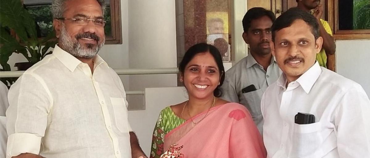 Mayor S Pavani arrives in city, calls on MLA V Venkateswara Rao
