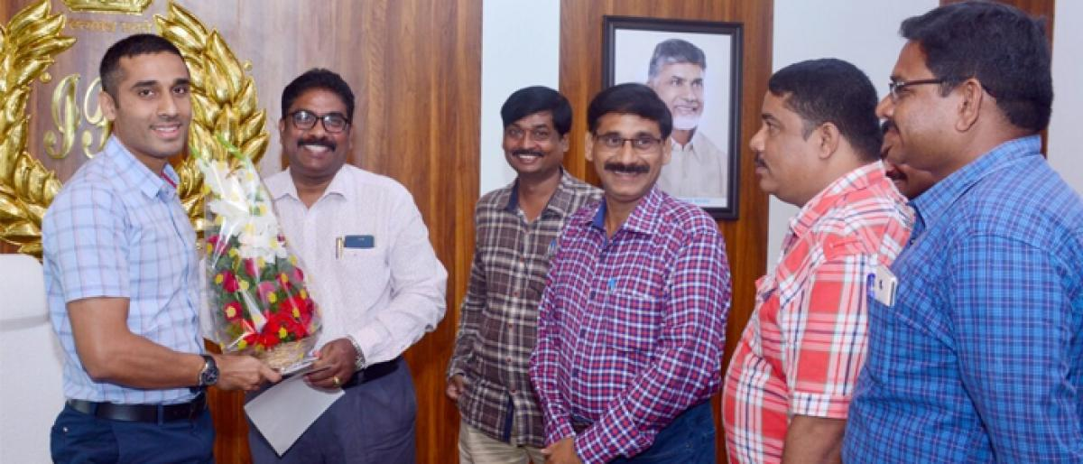 Police ministerial staff meets SP Vishal Gunni in Kakinada