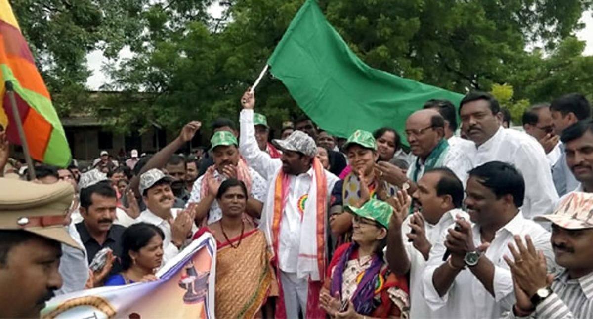 Minister flags off handloom weavers rally