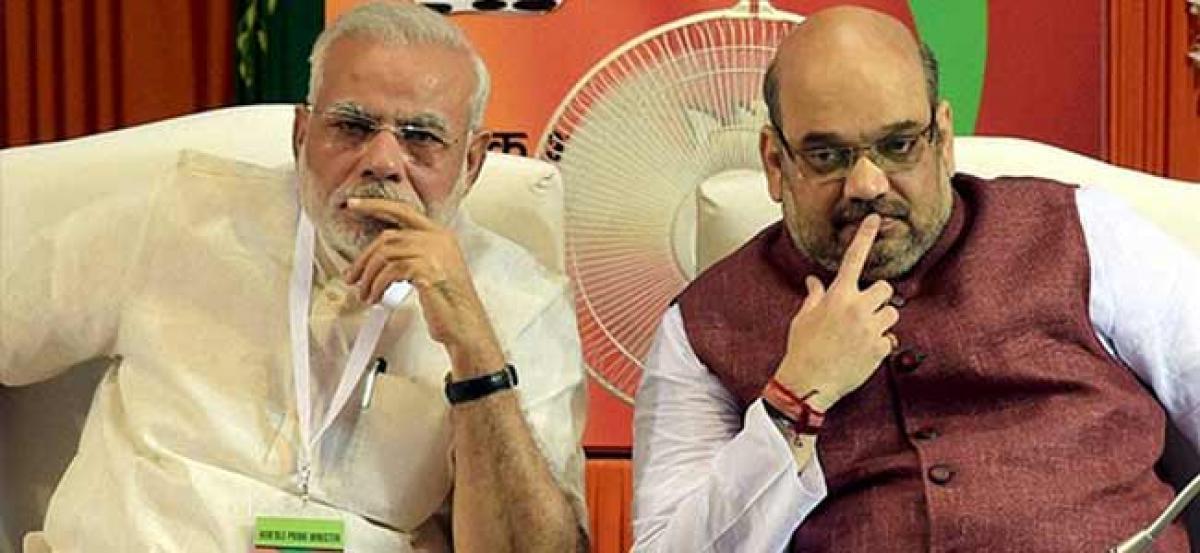 BJP crosses half-way mark in Gujarat, HP