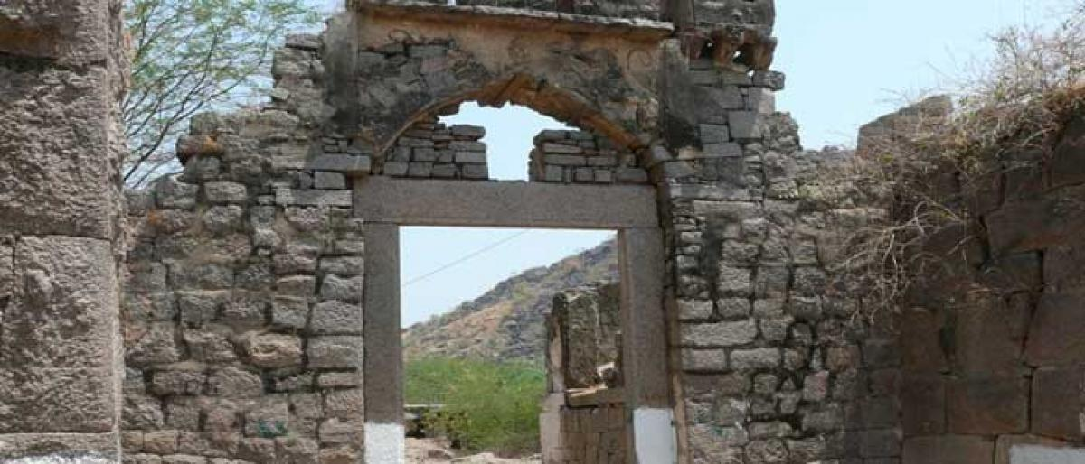 Molangur Fort in a state of neglect
