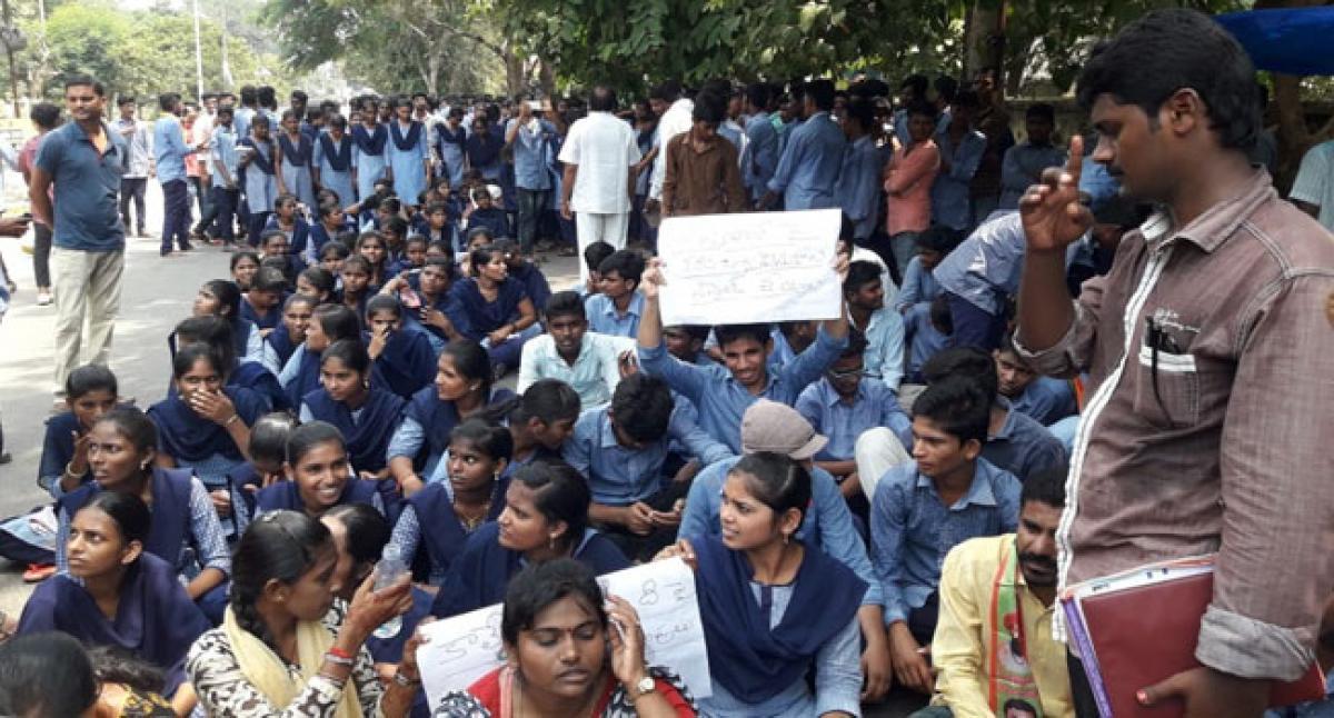 Kothagudem Govt Jr College Students, staff seek action against college principal