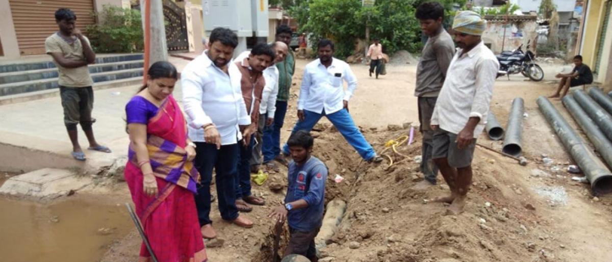 Nacharam Corporator Shanthi inspects pipeline works