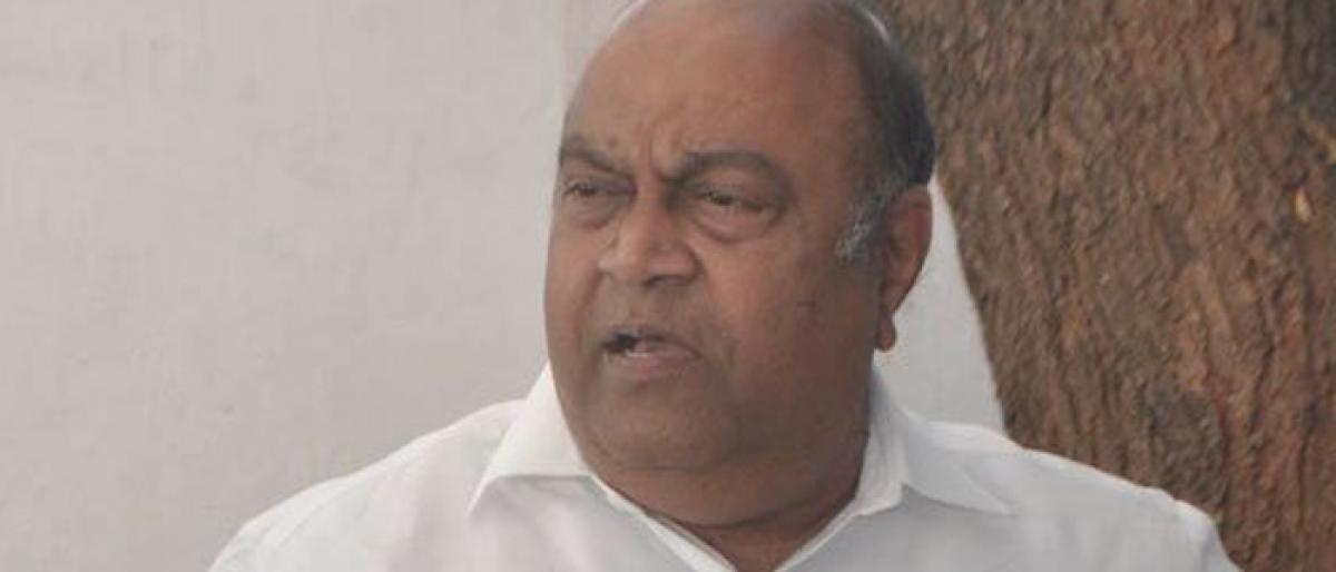 Nagam Janardhan Reddy tars KCR, Harish in graft paint