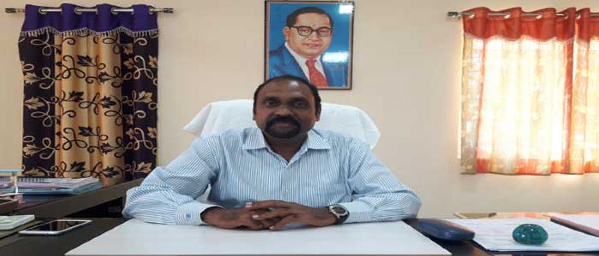 Nagarkurnool Collector suspends Junior Assistant