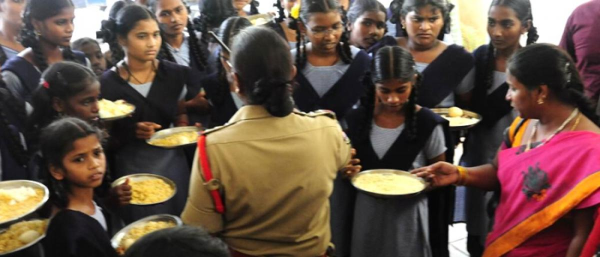 Students raise issue of substandard meals at child rights meet