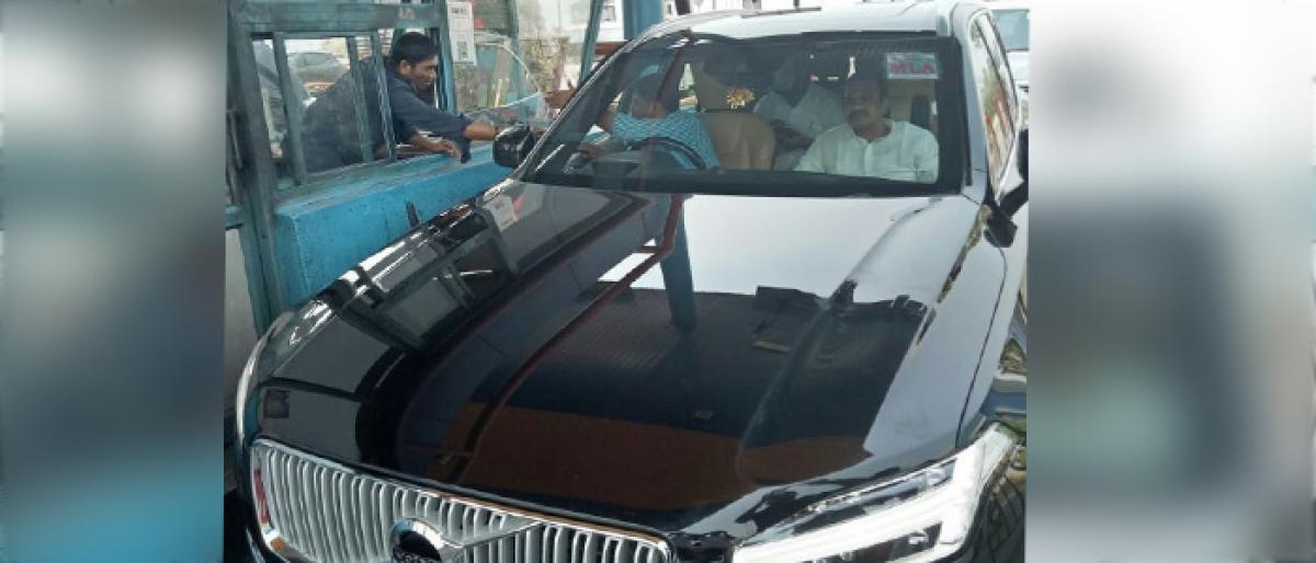 Nalgonda MLA Komatireddy Venkat Reddy pays toll tax
