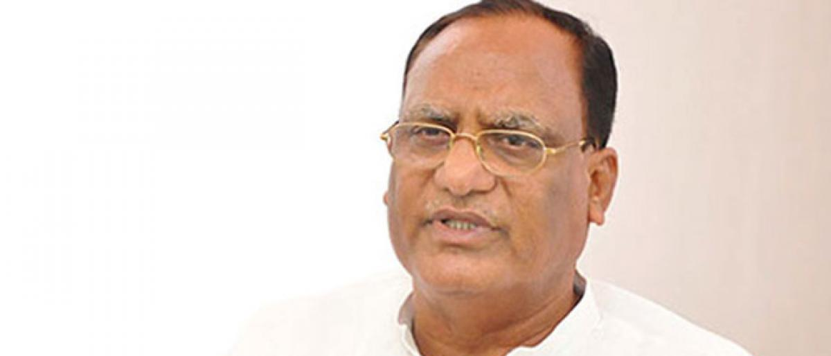 Nalgonda MP urges farmers to make use of Rythu Samithies