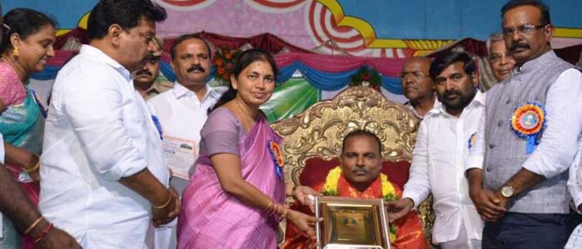 Best teachers felicitated in Nalgonda