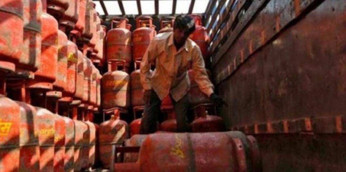 Natural gas price hike fuel loot: Congress