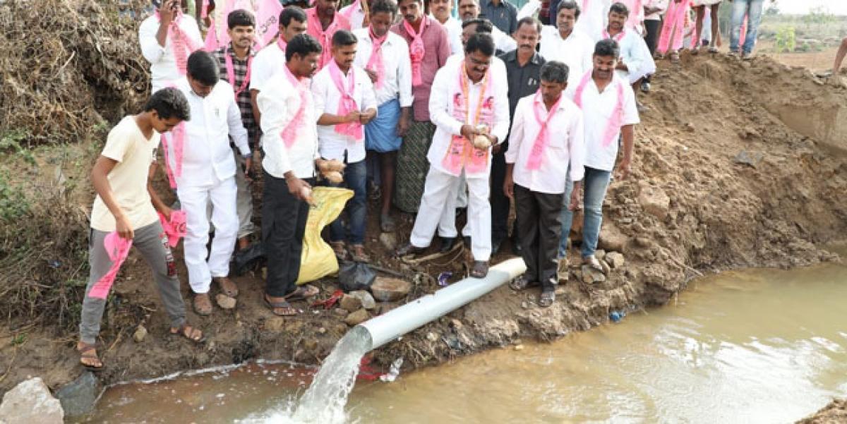 Niranjan releases Krishna water to Yerragutta thanda