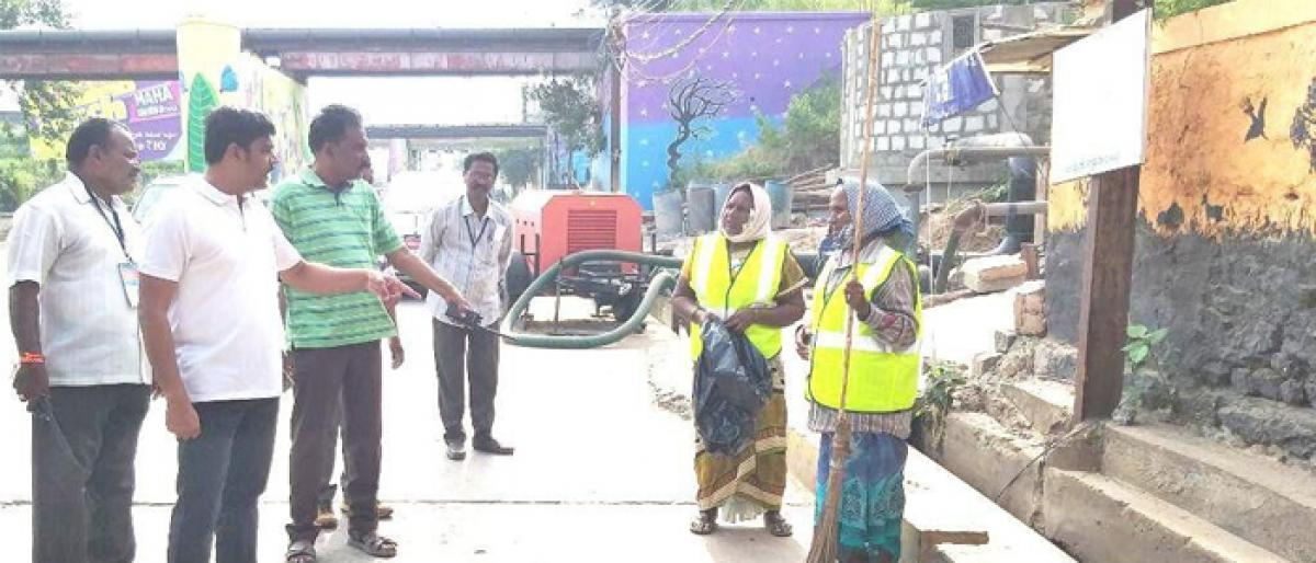 Civic chief J Nivas inspects sanitation in Vijayawada