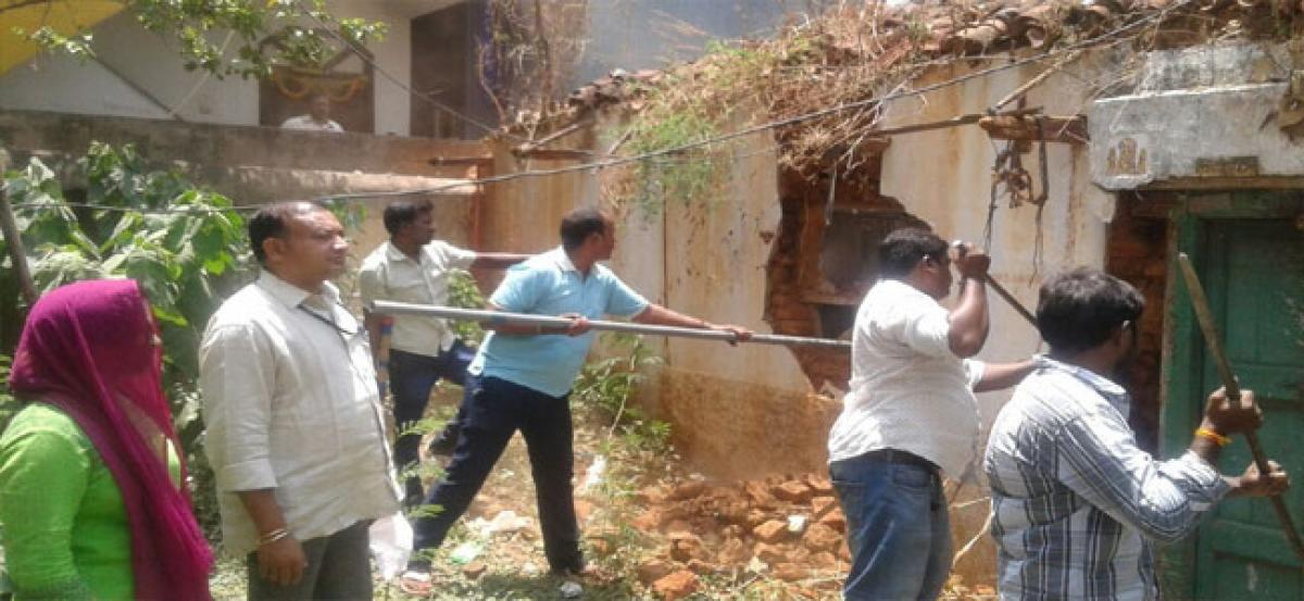 GHMC rages old buildings