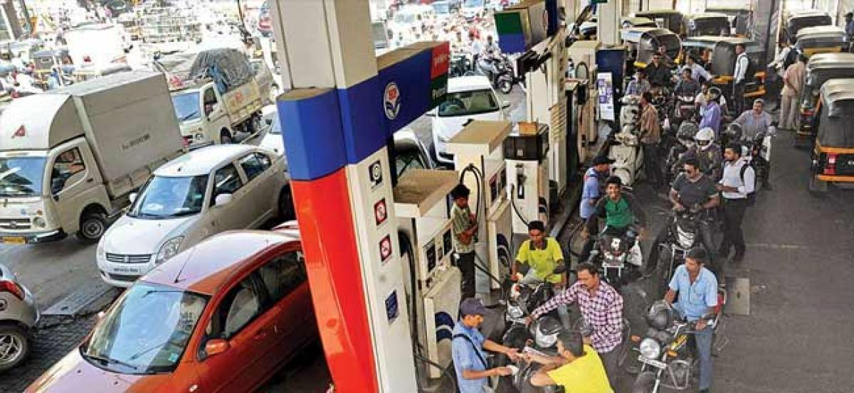 Petrol price unchanged in New delhi, diesel inches towards Rs 75 mark