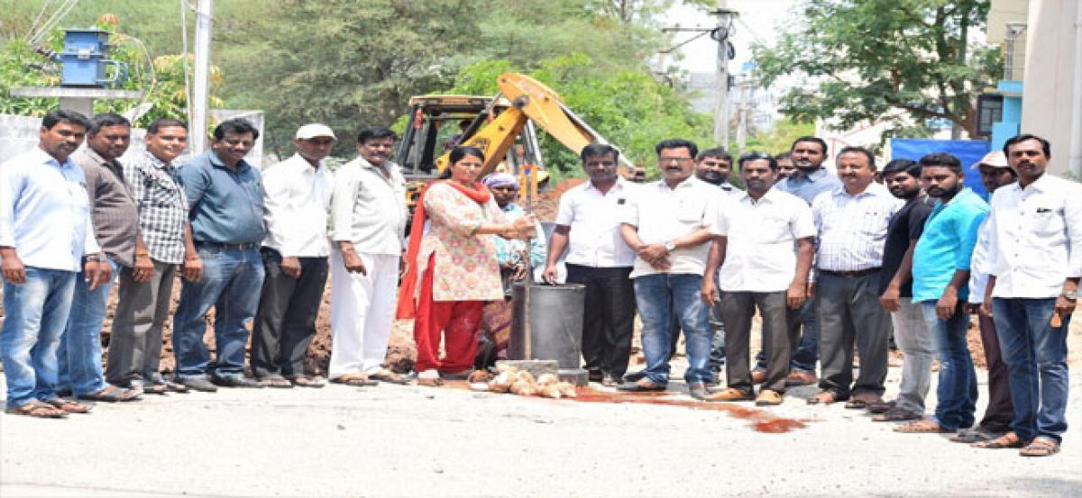Corporator Padma lays foundation for drainage works