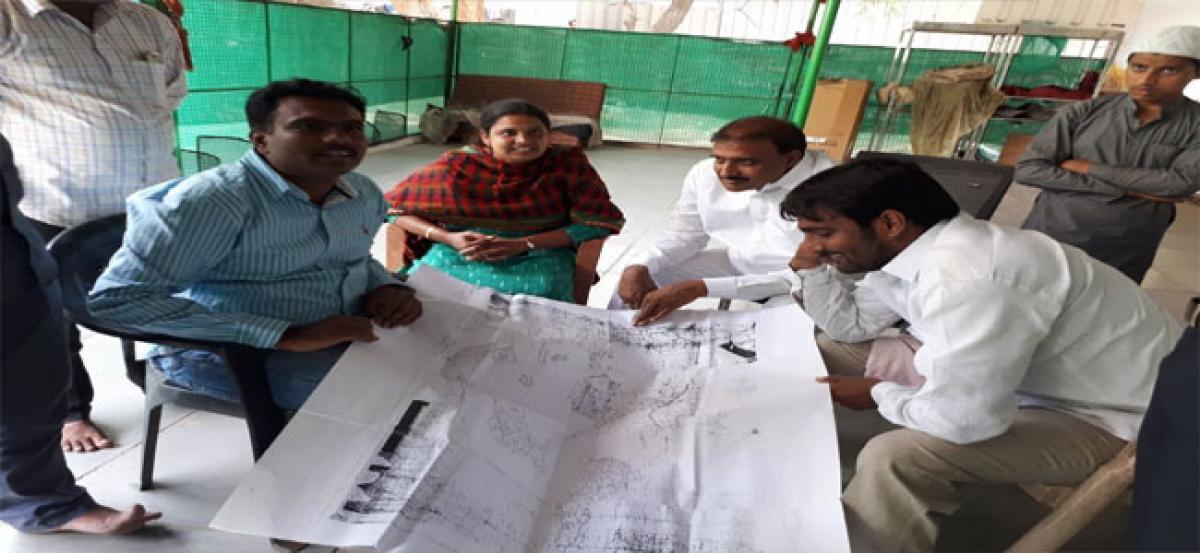 Dy Mayor inspects nala widening works