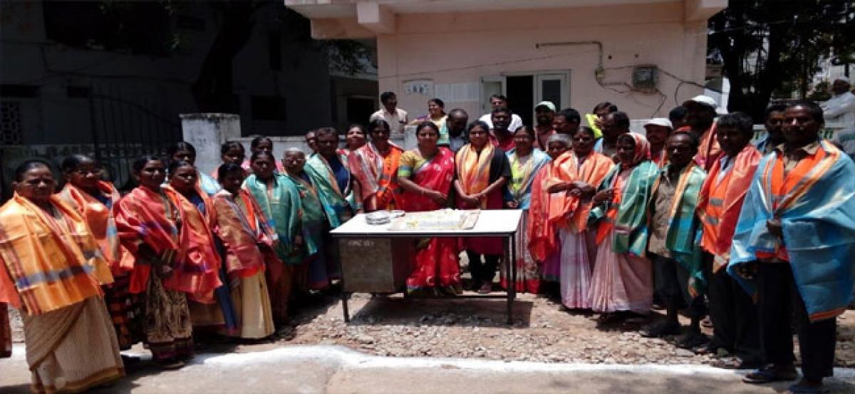 Pavani felicitates sanitation workers